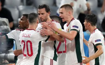 epa09296881 Adam Szalai (C) of Hungary celebrates with teammates after scoring the opening goal during the UEFA EURO 2020 group F preliminary round soccer match between Germany and Hungary in Munich, Germany, 23 June 2021.  EPA/Matthias Schrader / POOL (RESTRICTIONS: For editorial news reporting purposes only. Images must appear as still images and must not emulate match action video footage. Photographs published in online publications shall have an interval of at least 20 seconds between the posting.)