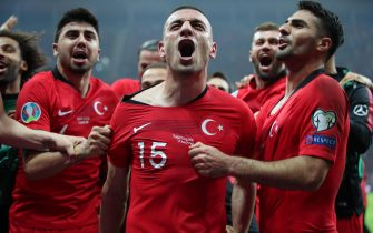 epa07996693 Turkey's Merih Demiral (C) celebrates with teammates after the UEFA Euro 2020 qualifier Group H soccer match between Turkey and Iceland in Istanbul, Turkey, 14 November 2019  EPA/TOLGA BOZOGLU