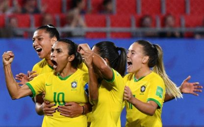 Seleçao femminile come maschile: parità salariale