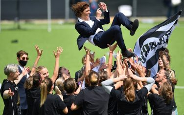 VINOVO, ITALY - MAY 08:  Juventus players throw Rita Guarino their head coach into the air following their victory the Women's Serie A match between Juventus and SSC Napoli at Juventus Center Vinovo on May 8, 2021 in Vinovo, Italy.  (Photo by Valerio Pennicino/Getty Images)