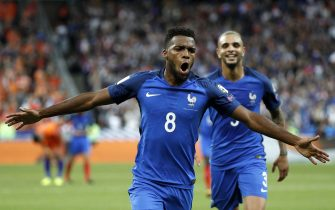 epa06175242 Thomas Lemar (L) of France celebrates scoring during the FIFA World Cup qualification Round 1 - Group A soccer match between France and The Netherlands at the Stade de France stadium, in Saint-Denis, Paris, France, 31 August 2017.  EPA/YOAN VALAT