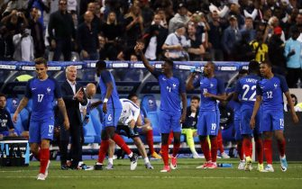 epa06026864 Ousmane Dembele of France (C) celebrates after scoring  during the friendly soccer match between France and England at the Stade de France in Paris, France, 13 June 2017.  EPA/ETIENNE LAURENT