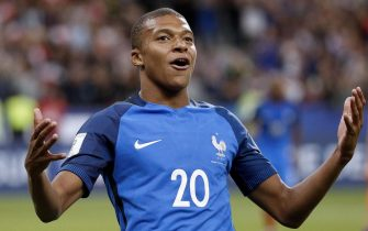 epa06175317 Kylian Mbappe of France celebrates scoring during the FIFA World Cup qualification Round 1 - Group A soccer match between France and The Netherlands at the Stade de France stadium, in Saint-Denis, Paris, France, 31 August 2017.  EPA/YOAN VALAT