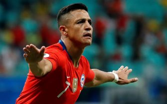 epa07664916 Alexis Sanchez of Chile celebrates after scoring against Ecuador during the Copa America 2019 Group C soccer match between Ecuador and Chile at the Arena Fonte Nova Stadium in Salvador, Brazil, 21 June 2019.  EPA/RAUL SPINASSE