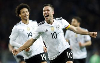 epaselect epa05864585 Lukas Podolski (C) of Germany celebrates after scoring the 1-0 lead during the international friendly soccer match between Germany and England in Dortmund, Germany, 22 March 2017.  EPA/FRIEDEMANN VOGEL