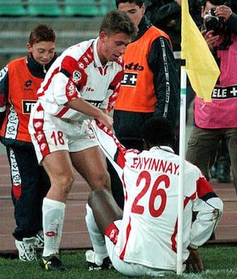 Bari. Incontro di calcio Bari-Inter. Nella foto il gioiello dil Bari Cassano mentre festeggia la vittoria con Enyinnaya. ANSA