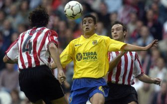 "BILBAO, SPAIN:  Villarreal's Francisco Nadal ""Xisco"" (C) fights for the ball with Athletic de Bilbao's Jesus Maria Lacruz (R) and Aitor Karanka (L), 19 October 2003,  during a Spanish liga soccer match in the San Mames stadium against Villarreal, in Bilbao. Athletic won 2-0.  AFP PHOTO / RAFA RIVAS  (Photo credit should read RAFA RIVAS/AFP via Getty Images)"