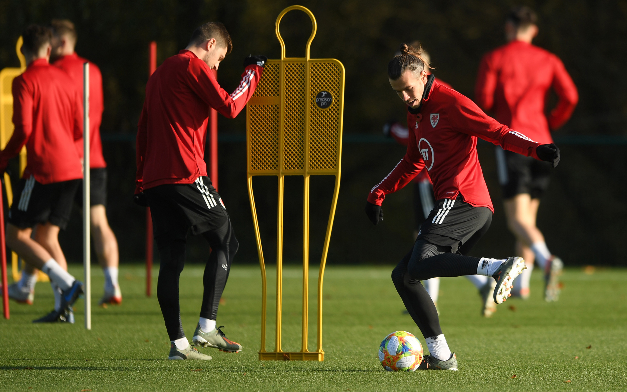 CARDIFF, WALES - NOVEMBER 11: Gareth Bale of Wales(R) controls the ball during a Wales Training Session at the Vale Resort on November 11, 2019 in Cardiff, Wales. (Photo by Harry Trump/Getty Images)