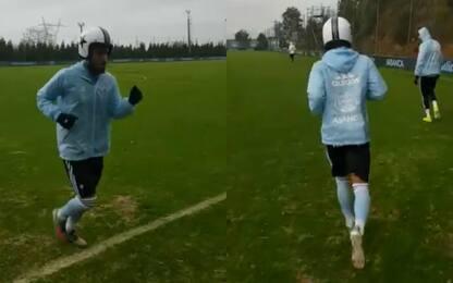 Rafinha si allena con il casco: ma perché? VIDEO