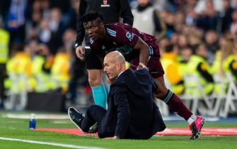 MADRID, SPAIN - FEBRUARY 16: (BILD ZEITUNG OUT) Joseph Aidoo of RC Celta and Head Coach Zinedine Zidane of Real Madrid during the Liga match between Real Madrid CF and RC Celta de Vigo at Estadio Santiago Bernabeu on February 16, 2020 in Madrid, Spain. (Photo by Alejandro/DeFodi Images via Getty Images)