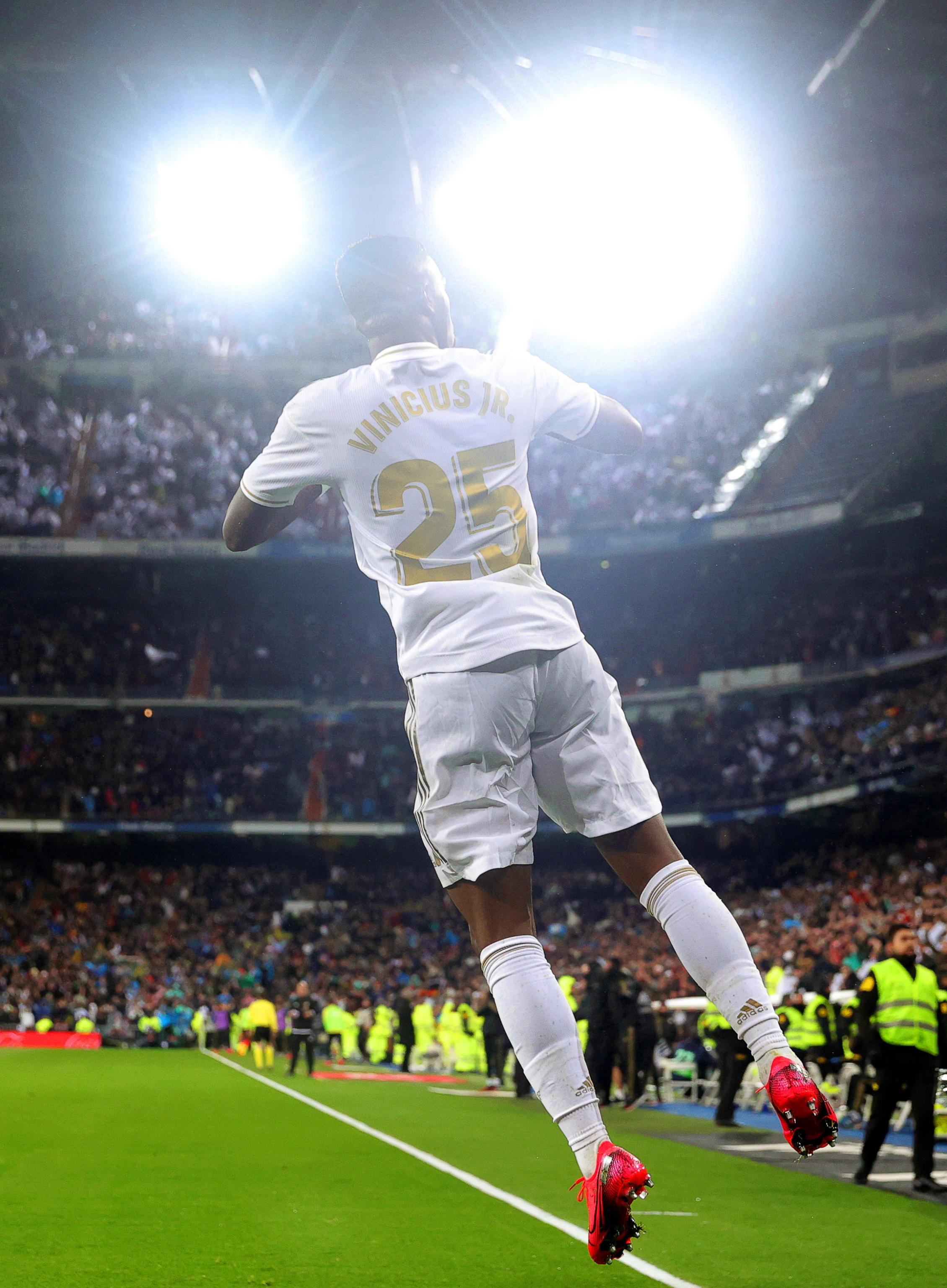 epa08263299 Real Madrid's Vinicius Junior celebrates after scoring the 1-0 lead during the Spanish La Liga soccer match between Real Madrid and FC Barcelona, traditionally known as 'El Clasico', at Santiago Bernabeu stadium in Madrid, Spain, 01 March 2020.  EPA/JUANJO MARTIN