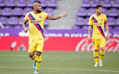 Vidal tiene vivo il Barça, vince anche l'Atletico