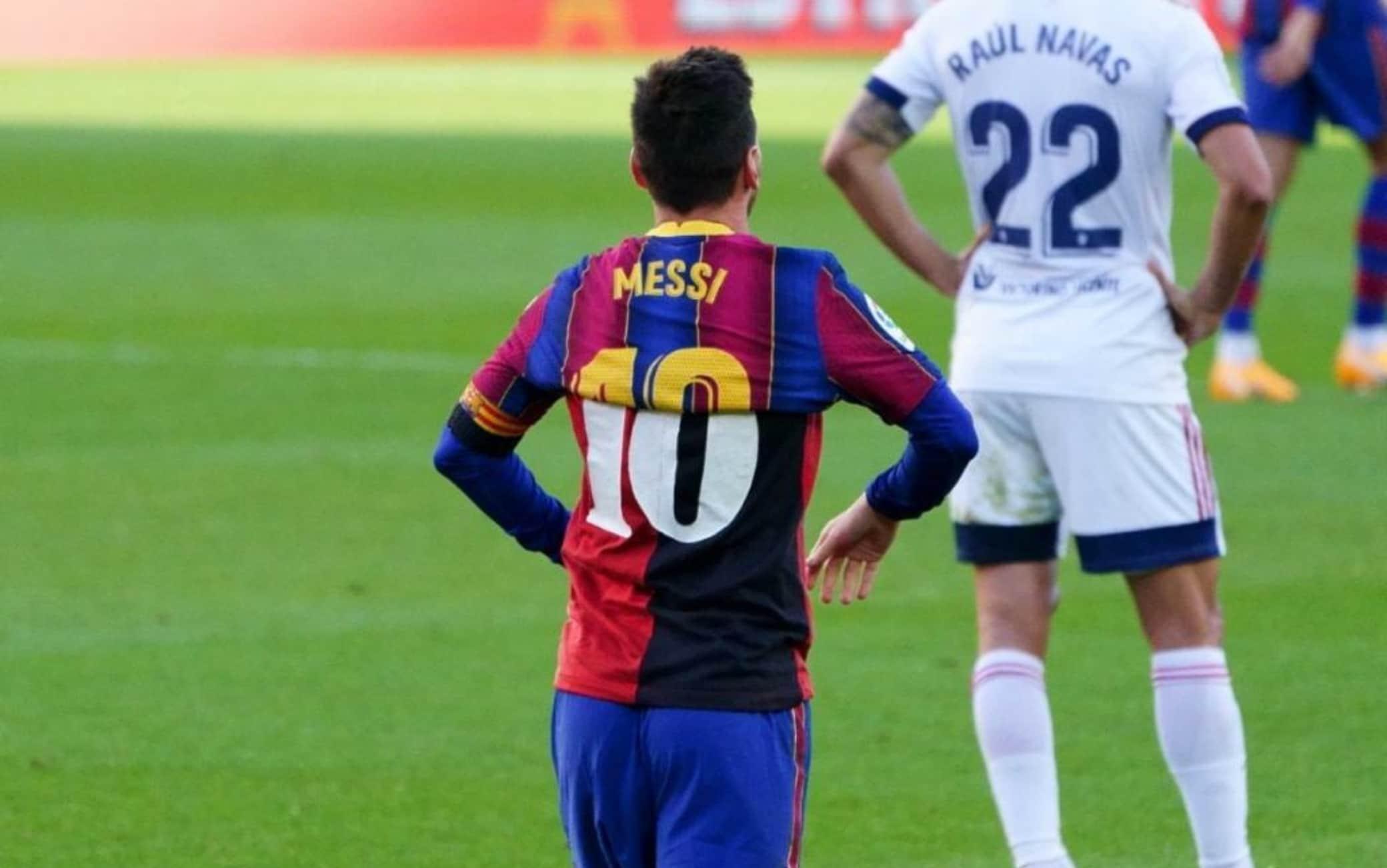L'omaggio di Messi a Maradona: mostrò la sua vecchia maglia del Newell's al primo gol dopo la sua morte