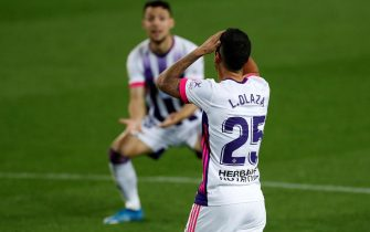 epa09117508 Real Valladolid's Uruguayan defender Lucas Olaza reacts during the Spanish LaLiga soccer match between FC Barcelona and Real Valladolid at Camp Nou stadium in Barcelona, Catalonia, Spain, 05 April 2021.  EPA/ALBERTO ESTEVEZ