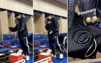 Scherzo a Neymar, c'è un serpente nell'armadietto!