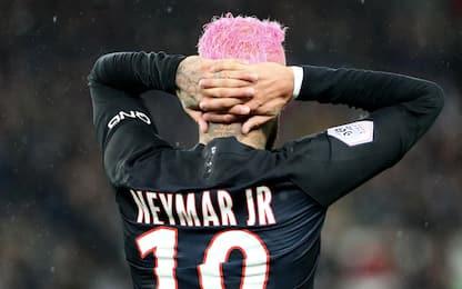 Neymar cambia ancora look: capelli rosa. FOTO