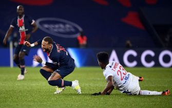 Paris Saint-Germain's Brazilian forward Neymar (L) is tackled by Lyon's Dutch defender Kenny Tete during the French L1 football match between Paris Saint-Germain (PSG) and Lyon (OL), on December 13, 2020 at the Parc des Princes stadium in Paris. (Photo by FRANCK FIFE / AFP) (Photo by FRANCK FIFE/AFP via Getty Images)