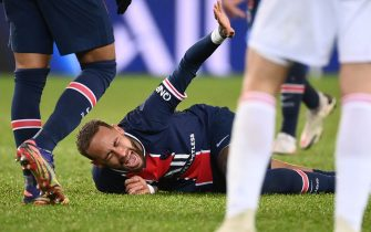Paris Saint-Germain's Brazilian forward Neymar reacts after getting injured during the French L1 football match between Paris Saint-Germain (PSG) and Lyon (OL), on December 13, 2020 at the Parc des Princes stadium in Paris. (Photo by FRANCK FIFE / AFP) (Photo by FRANCK FIFE/AFP via Getty Images)