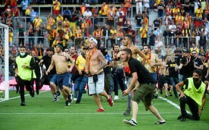 Caos in Lens-Lille, invasione e scontri tra tifosi