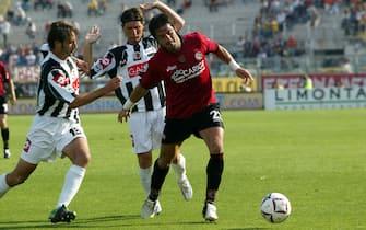 ©Paolo Nucci / LaPresse25-9-2005 FirenzeSport Calcio Livorno-AscoliNella foto Coco in azione contro Carbone e Foggia