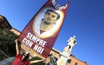 I festeggiamenti della squadra del Livorno calcio nelle strade del centro. Livorno, 5 giugno 2013. ANSA/ FRANCO SILVI