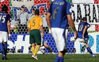© Marco Rosi \ LaPresse26-06-2006  Kaiserslauternsport - calcioCampionato del Mondo Germania 2006  Italia - AustraliaNella foto  il calcio di rigore di Francesco Totti