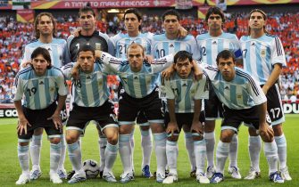 Frankfurt am Main, GERMANY:  (Bottom from L) Argentinian forward Lionel Messi, midfielders Maxi Rodriguez and Esteban Cambiasso, forward Carlos Tevez, midfielder Javier Alejandro Mascherano, (top from L) defender Gabriel Milito, goalkeeper Roberto Abbondanzieri, defender Nicolas Burdisso, midfielder Juan Roman Riquelme and defenders Roberto Ayala and Leandro Cufre pose prior to the start of the opening round Group C World Cup football match The Netherlands vs. Argentina, 21 June 2006 in Frankfurt, Germany. The match ended in a 0-0 draw.           AFP PHOTO / DANIEL GARCIA  (Photo credit should read DANIEL GARCIA/AFP via Getty Images)