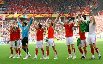© Giampiero Sposito\ LaPresse19-06-2006  Dortmundsport - calcioCampionato del Mondo Germania 2006  Svizzera-TogoLa festa dei giocatori della Svizzera a fine partita sotto i propri tifosi