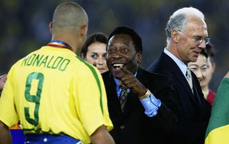 YOKOHAMA - JUNE 30:  Brazil legend Pele congratulates  Ronaldo of Brazil after the Germany v Brazil, World Cup Final match played at the International Stadium Yokohama in Yokohama, Japan on June 30, 2002. Brazil won 2-0. (Photo by David Cannon/Getty Images)
