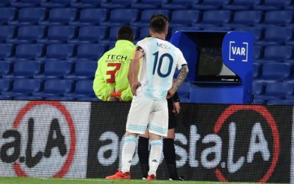 Il Var ferma Messi, 1-1 tra Argentina e Paraguay