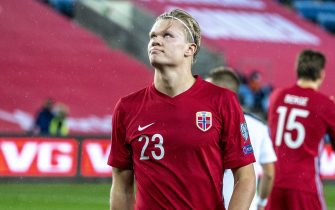 OSLO, NORWAY - OCTOBER 08: Erling Braut Haaland of Norway looks on during the UEFA Euro qualifier Semi-Finals between Norway v Serbia at Ullevaal Stadion on October 8, 2020 in Oslo, Norway. (Photo by Trond Tandberg/Getty Images)