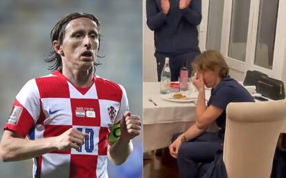 Record Modric, l'omaggio della squadra lo commuove
