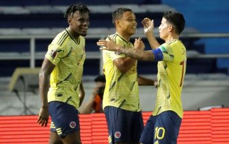 epa08733255 Colombian player Luis Muriel (C) celebrates after scoring with Duvan Zapata (L) and James Rodriguez during a qualifying match for the Qatar 2022 World Cup, between Colombia and Venezuela in Barranquilla, Colombia, 09 October 2020.  EPA/Mauricio Duenas / POOL