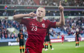epa09441445 Norway's Erling Braut Haaland celebrates after scoring the 1-0 lead during the FIFA World Cup 2022 qualifying soccer match between Norway and the Netherlands at Ullevaal Stadium, Oslo, Norway, 01 September 2021.  EPA/Stian Lysberg Solum  NORWAY OUT