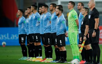 epa09444402 Uruguay's players take part in the protocol acts prior to the Conmebol qualifiers for the Qatar 2022 World Cup between Peru and Uruguay at the National Stadium in Lima, Peru, 02 September 2021.  EPA/Daniel Apuy / POOL