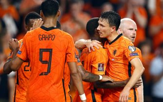 epa09448009 Georginio Wijnaldum (C) of the Netherlands celebrates with teammates after scoring the 3-0 lead during the FIFA World Cup 2022 qualifying group G soccer match between the Netherlands and Montenegro in Eindhoven, Netherlands, 04 September 2021.  EPA/MAURICE VAN STEEN