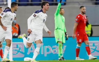 epa09515710 Serbia's Dusan Vlahovic (C) celebrates after scoring the 0-1 lead during the FIFA World Cup 2022 qualifying soccer match between Luxembourg and Serbia in Luxembourg, 09 October 2021.  EPA/JULIEN WARNAND