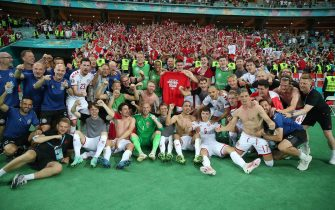epa09320926 Players of Denmark and team members celebrate after winning the UEFA EURO 2020 quarter final match between the Czech Republic and Denmark in Baku, Azerbaijan, 03 July 2021.  EPA/Tolga Bozoglu / POOL (RESTRICTIONS: For editorial news reporting purposes only. Images must appear as still images and must not emulate match action video footage. Photographs published in online publications shall have an interval of at least 20 seconds between the posting.)