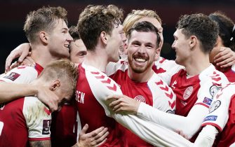 epa09454156 Denmark's Pierre-Emile Hoejbjerg (C) and his team-mates celebrate a goal during the FIFA World Cup 2022 qualifiers Group F match between Denmark and Israel in Copenhagen, Denmark, 07 September 2021.  EPA/Mads Claus Rasmussen  DENMARK OUT