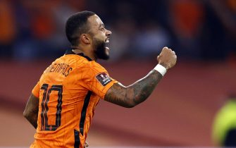 epa09454197 Dutch player Memphis Depay celebrates after scoring the 4-0 goal during the FIFA World Cup 2022 qualifying match between the Netherlands and Turkey at the Johan Cruijff ArenA in Amsterdam, Netherlands, 07 September 2021.  EPA/MAURICE VAN STEEN