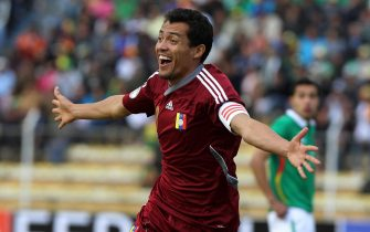 epa03735837 Venezuela's Juan Arango celebrates during the FIFA World Cup 2014 qualification soccer match between Venezuela and Bolivia, in La Paz, Bolivia, 07 June 2013.  EPA/MARTIN ALIPAZ