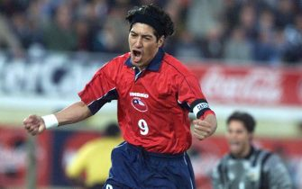 MONTEVIDEO, URUGUAY:  Chile's Ivan Zamorano celebrates after scoring a penalty 03 June, 2000, during the first half of their Japan-Korea World Cup 2002 elimination game in Montevideo. AFP PHOTO (Photo credit should read DANIEL GARCIA/AFP via Getty Images)