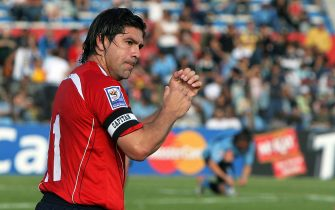 Chilean Marcelo Salas (L) celebrates his second goal against Uruguay during their FIFA World Cup South Africa-2010 qualifier football match in Montevideo 18 November 2007.   AFP PHOTO / Pablo PORCIUNCULA (Photo credit should read PABLO PORCIUNCULA/AFP via Getty Images)