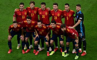 epa09517261 Players of Spain pose for a photo ahead of the UEFA Nations League final between Spain and France in Milan, Italy, 10 October 2021.  EPA/Marco Betorello / POOL
