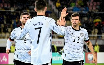 epa09519179 Germany's Kai Havertz (C) celebrates with his teammates after scoring the 1-0 lead during the FIFA World Cup Qatar 2022 qualifying Group J soccer match between North Macedonia and Germany in Skopje, Republic of North Macedonia, 11 October 2021.  EPA/GEORGI LICOVSKI