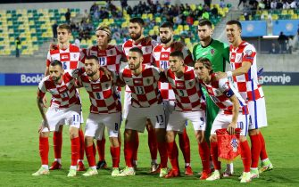 epa09513981 Croatia's starting eleven poses prior to the FIFA World Cup qualifying Group H soccer match between Cyprus and Croatia at AEK Arena Stadium in Larnaca, Cyprus, 08 October 2021.  EPA/SAVVIDES PRESS