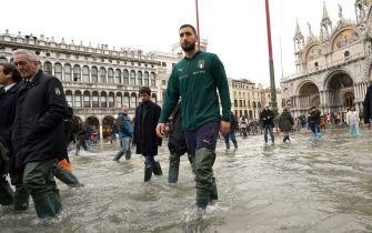 VENICE, ITALY - NOVEMBER 16:  Gianluigi Donnarumma of Italy visit Venice  during the high water on November 16, 2019 in Venice, Italy.  (Photo by Claudio Villa/Getty Images)