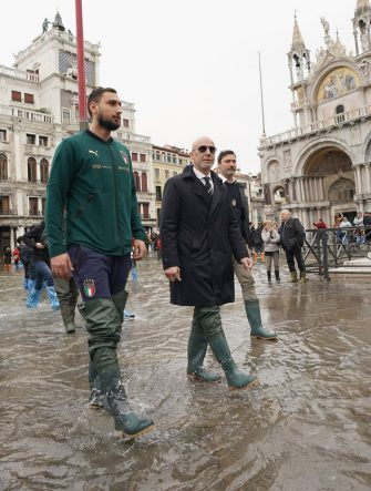 VENICE, ITALY - NOVEMBER 16:  Gianluigi Donnarumma of Italy and Gianluca Vialli visit Venice  during the high water on November 16, 2019 in Venice, Italy.  (Photo by Claudio Villa/Getty Images) *** Local Caption *** Gianluigi Donnarumma; Gianluca Vialli