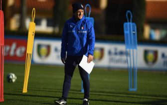 FLORENCE, ITALY - FEBRUARY 04:  Head coach Italy Roberto Mancini looks on during a training session at Centro Tecnico Federale di Coverciano on February 4, 2019 in Florence, Italy.  (Photo by Claudio Villa/Getty Images)