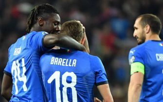 Italy's midfielder Nicolo Barella (C) celebrates with Italy's forward Moise Kean (L) after scoring during the Euro 2020 Group J qualifying football match between Italy and Finland on March 23, 2019 at the Friuli stadium in Udine. (Photo by Andreas SOLARO / AFP)        (Photo credit should read ANDREAS SOLARO/AFP via Getty Images)